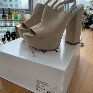 Alice and Olivia Logan Sandals size 38.5